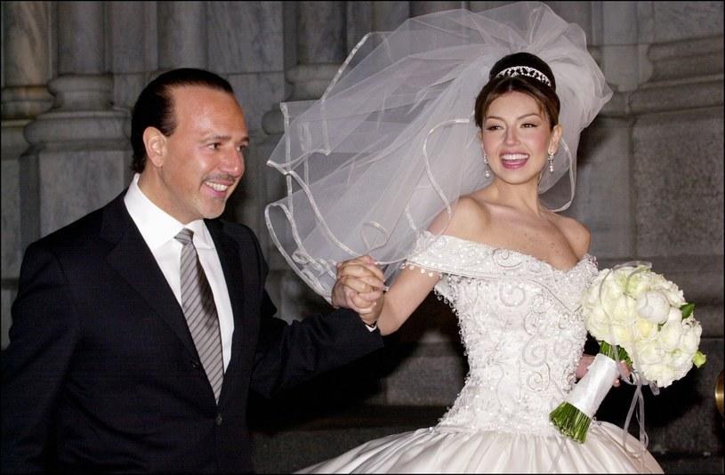 Thalia i Tommy Mottola w dnu ślubu /DAVID LEFRANC /Getty Images