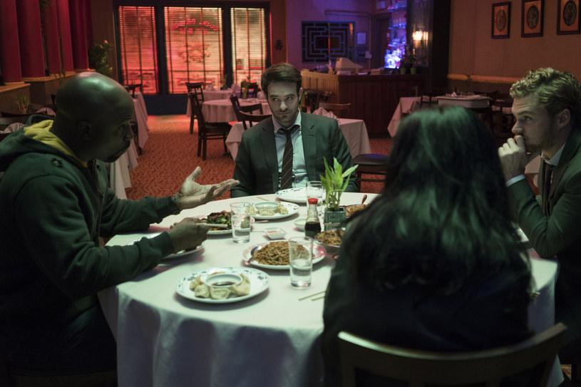"""""""The Defenders"""": Mike Colter, Charlie Cox, Krysten Ritter, Finn Jones /Sarah Shatz/Netflix /materiały prasowe"""