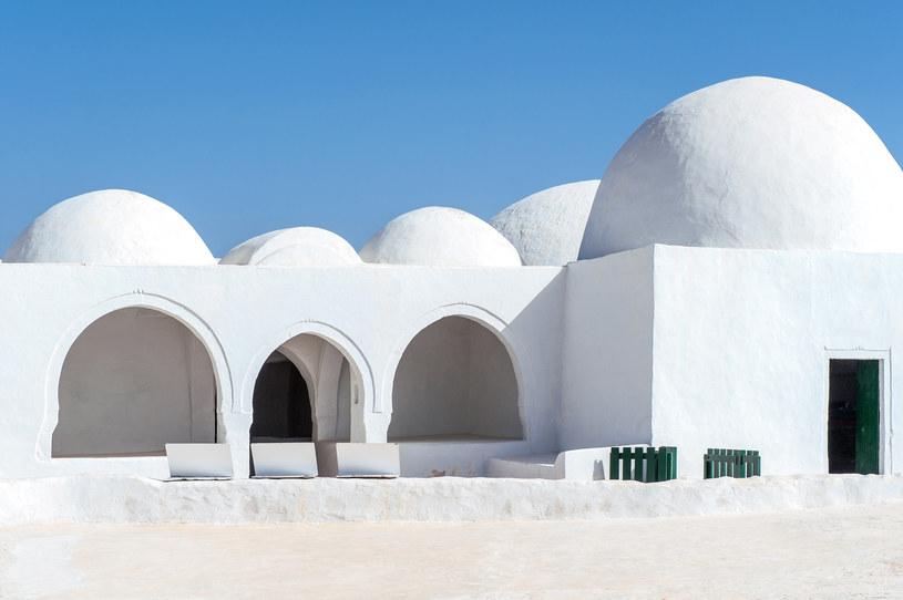"""""""The Fadhloun Mosque"""" - meczet położony na wyspie Dżerba /123RF/PICSEL"""