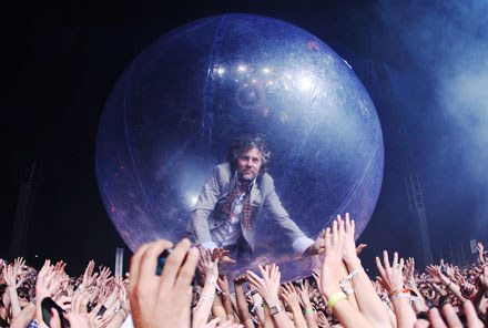 """The Flaming Lips: """"See you on the dark side of the moon"""" fot. Mark Metcalfe /Getty Images/Flash Press Media"""