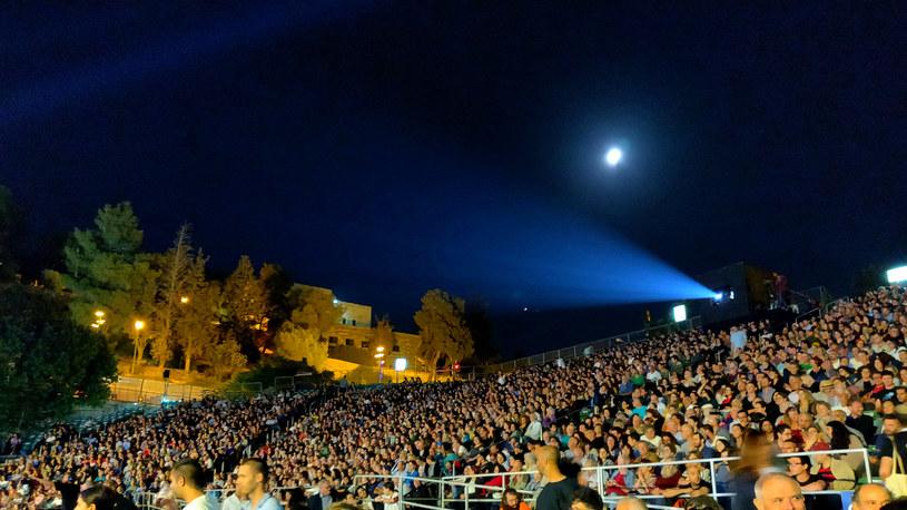 """""""The Unorthodox"""", film otwierający 35 Jerozolimski Festiwal Filmowy, obejrzało pod gołym niebem sześć tysięcy widzów /INTERIA.PL"""