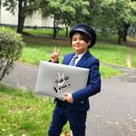 """""""The Voice Kids"""" po raz czwarty. To on zastąpi Jana Dąbrowskiego. Kim jest Oliwier Szot? [DATY, TRENERZY, TRANSMISJA]"""
