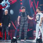 """""""The Voice of Poland"""": Damian Kulej w pojedynku z Jerzym Gmurzyńskim. Prezent od Bednarka"""