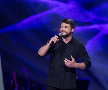 """""""The Voice of Poland"""": Wojciech Ezzat i Marcin Sójka śpiewają dalej"""