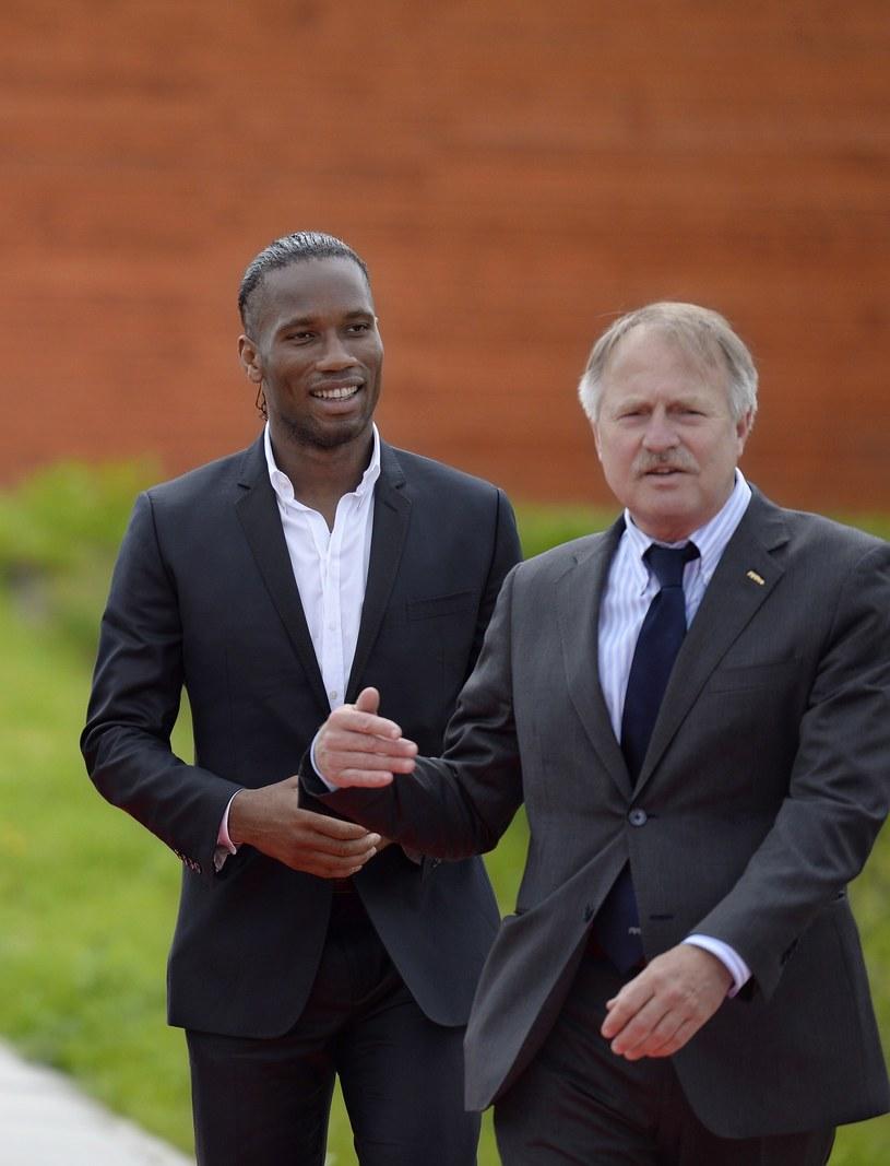 Theo van Seggelen z prawej i Didier Drogba /AFP
