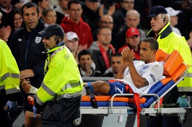 Theo Walcott doznał kontuzji w meczu ze Szwajcarią /AFP