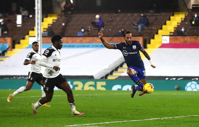 Theo Walcott (w niebieskiej koszulce) strzelił gola, który nie został uznany /Clive Rose /Getty Images