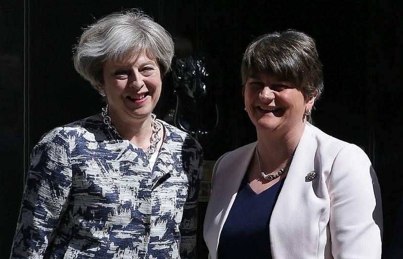 Theresa May i liderka DUP Arlene Foster /AFP