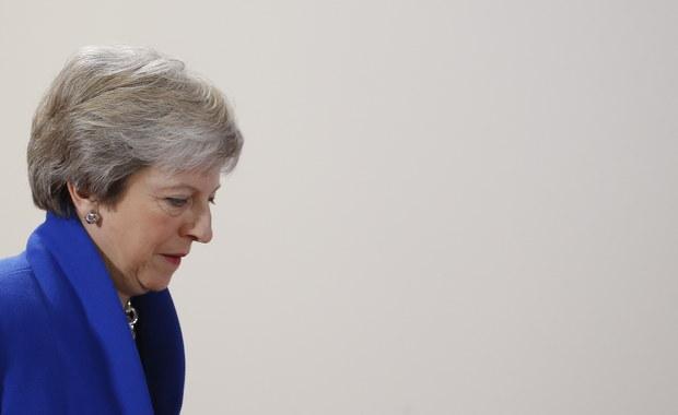 Theresa May może stracić fotel premiera. Jej własna partia przeciwko niej