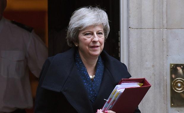 Theresa May zwyciężyła. Pozostanie premierem