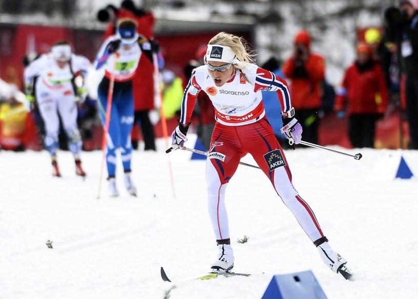 Therese Johaug prowadzi Norwegię do złota /PAP/EPA