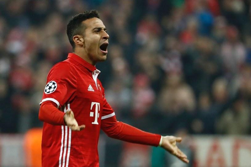 Thiago Alcantara świętuje zdobycie bramki w barwach Bayernu Monachium /AFP