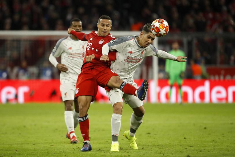 Thiago Alcantara (z lewej) i Roberto Firmino niebawem zagrają w jednym zespole? /ODD ANDERSEN /AFP