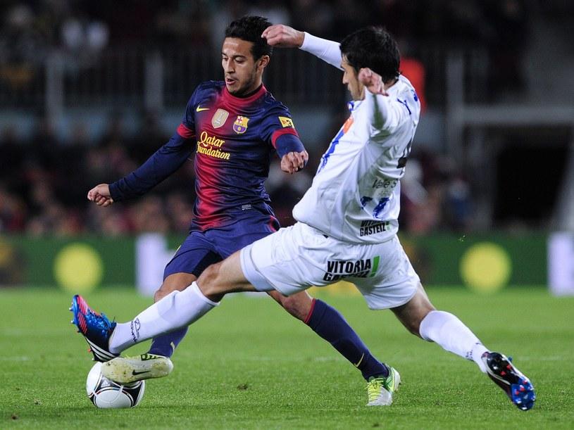 Thiago Alcantara (z lewej) opuści Barcelonę? /AFP