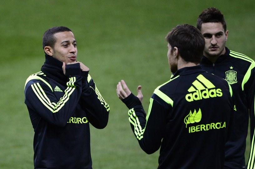 Thiago Alcantara (z lewej) ustrzelił hat-tricka i jego Hiszpania zdobyła ME U-21 w finale pokonując Włochy 4-2. /AFP