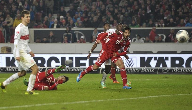 Thiago Alcantara zdobył efektowną bramkę nożycami w meczu Bayernu ze Stuttgartem /AFP