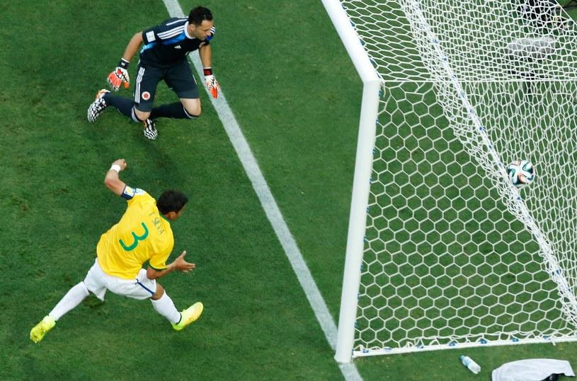 Thiago Silva strzela gola dla Brazylii /AFP