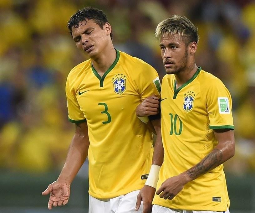 Thiago Silva (z lewej) ma żal do Neymara /AFP