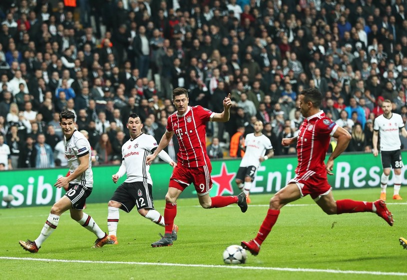Thiago strzela gola dla Bayernu /PAP/EPA