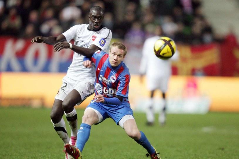 Thibault Moulin (z prawej) w barwach SM Caen /AFP