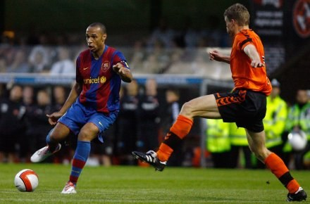 Thierry Henry zapewnił Barcelonie wygraną nad Dundee Fot. Jeff J Mitchell/Getty Images /