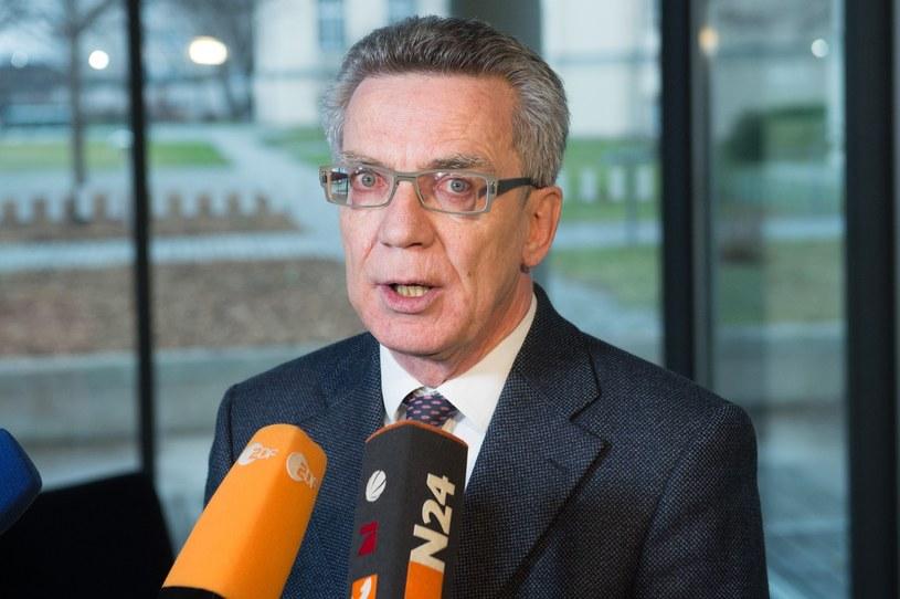 Thomas de Maiziere: Władze muszą wyjaśnić, czy mają do czynienia ze sprawcami pochodzącymi z najnowszej fali migrantów /AFP