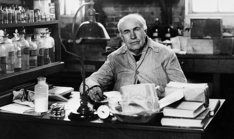 Thomas Edison w swoim laboratorium /Getty Images