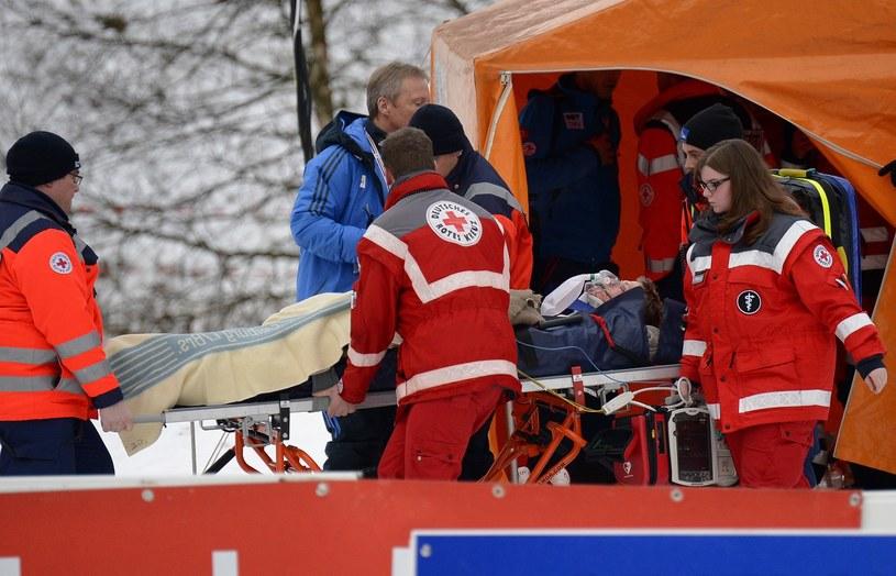 Thomas Morgenstern miał poważny upadek w Titisee-Neustadt /AFP