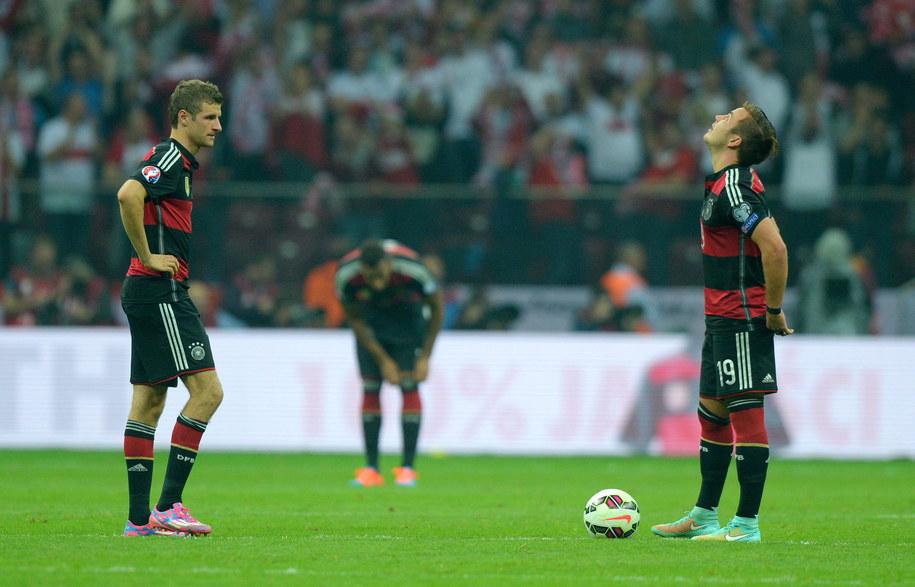 Thomas Mueller (po lewej) i Mario Goetze w czasie meczu z Polską na Stadionie Narodowym /THOMAS EISENHUTH    /PAP/EPA