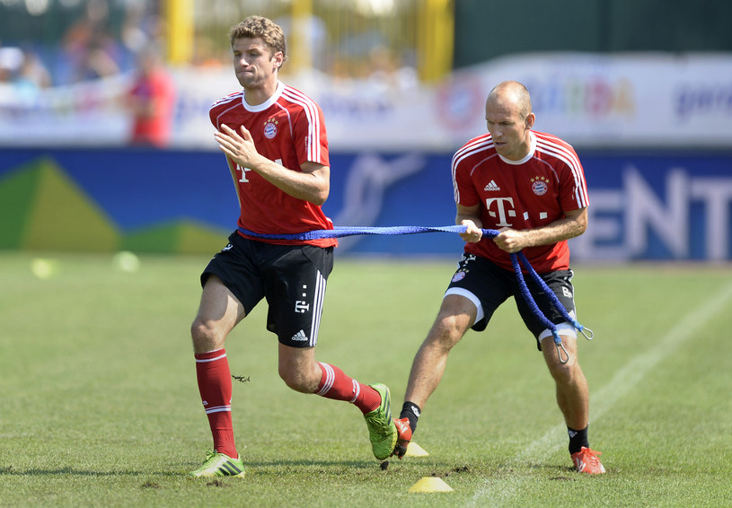 Thomas Mueller (z lewej) i Arjen Robben /AFP