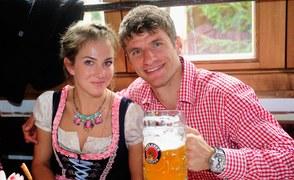 Thomas Mueller z żoną Lisą