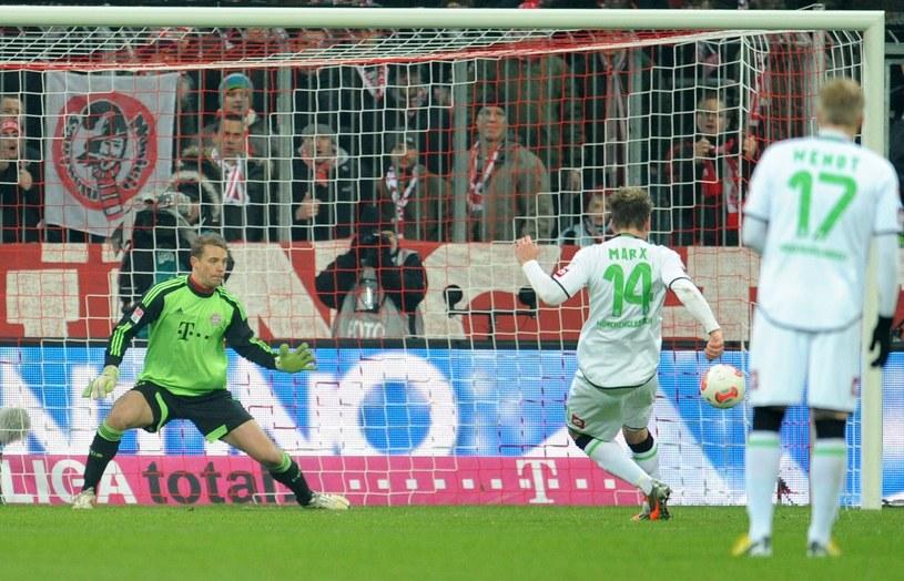 Thorben Marx strzelił gola z karnego dla Borussii, ale po jego błędzie Bayern wyrównał /PAP/EPA