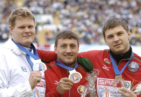 Tichon (w środku) i Dewiatowski (z prawej) skompromitowali się braniem dopingu /AFP