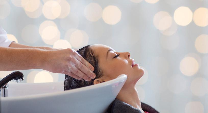 Tiktokerka zrelacjonowała nieudaną wizytę u fryzjera /123RF/PICSEL