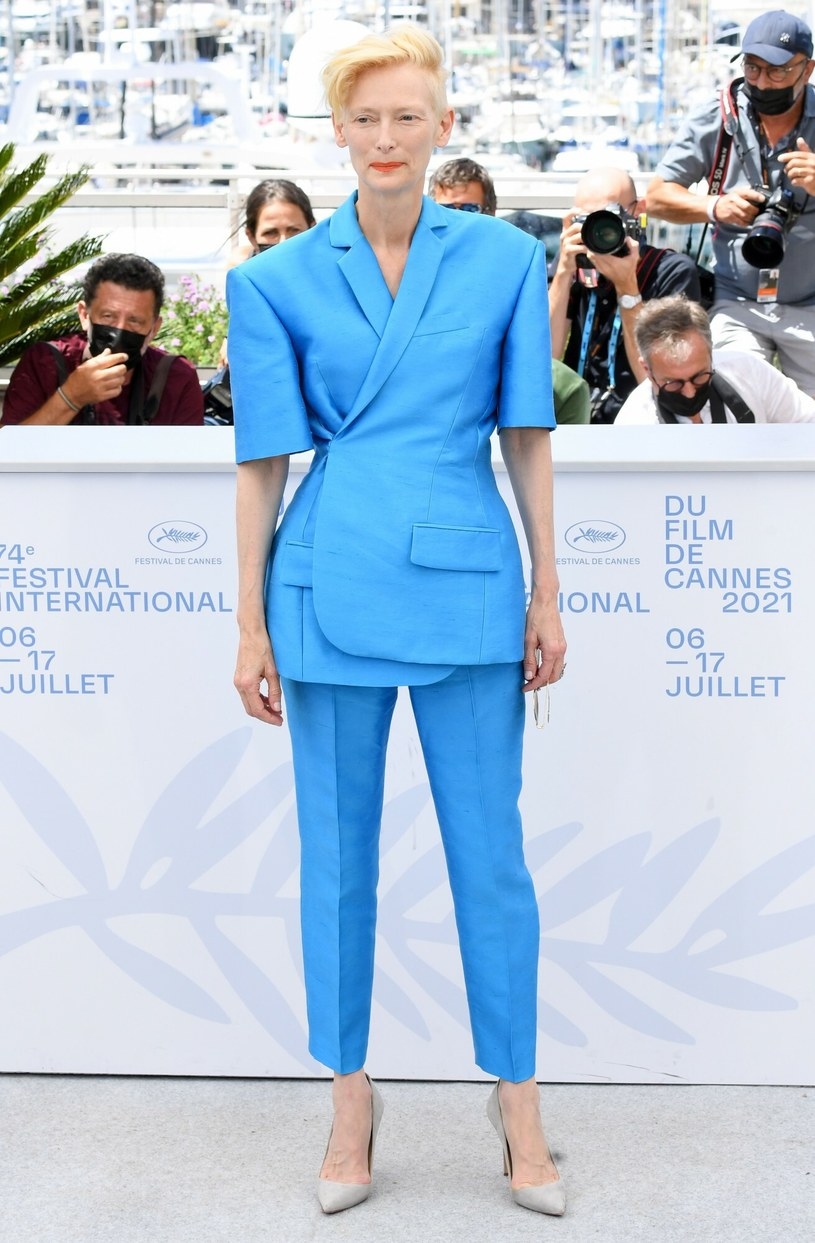Tilda Swinton zachwycała kobiecą stylizacją w Cannes, pomimo tego, że wcale nie miała na sobie sukienki... /Anthony Harvey/Shutterstock /East News
