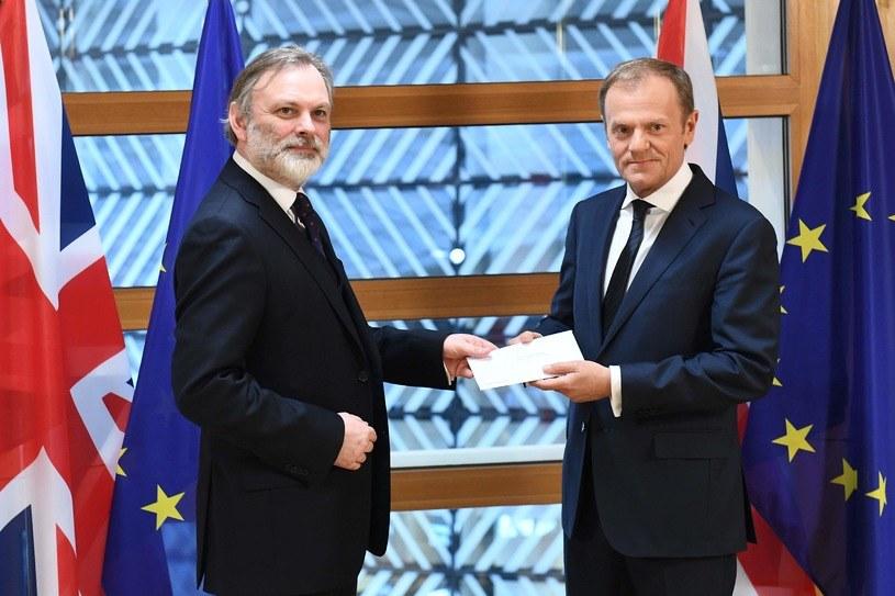 Tim Barrow i Donald Tusk /AFP