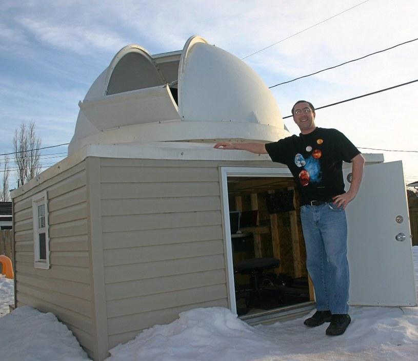 Tim Doucette i jego domowej roboty obserwatorium. DeepSkyEye Observatory /Internet