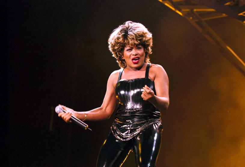 Tina Turner 21 lat temu. Patrząc na nią, można odnieść wrażenie, że od 2000 roku artystka szczególnie się nie zmieniła /Imago Stock and People /East News