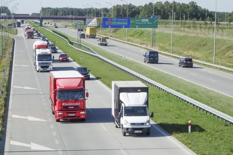 TIR-y na autostradzie A1 /Piotr Kamionka /Reporter