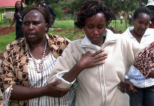 Tirza Njeri (z prawej)... jedna z żon Samuela Wanjiru /AFP