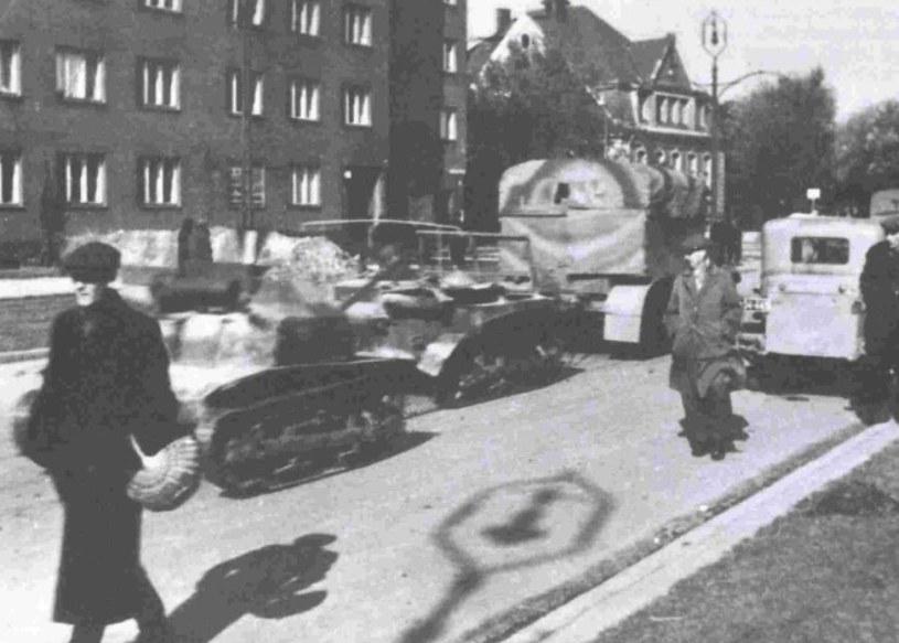 TKS należący do pchor. Orlika, po kapitulacji Warszawy zdobyty przez Niemców /Narodowe Archiwum Cyfrowe /materiały prasowe