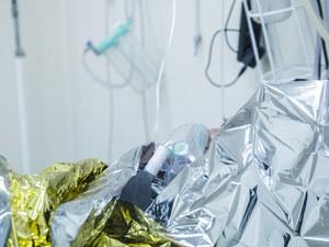 """Tlen kończy się coraz szybciej. Szpitale mają """"optymalizować"""" jego zużycie"""