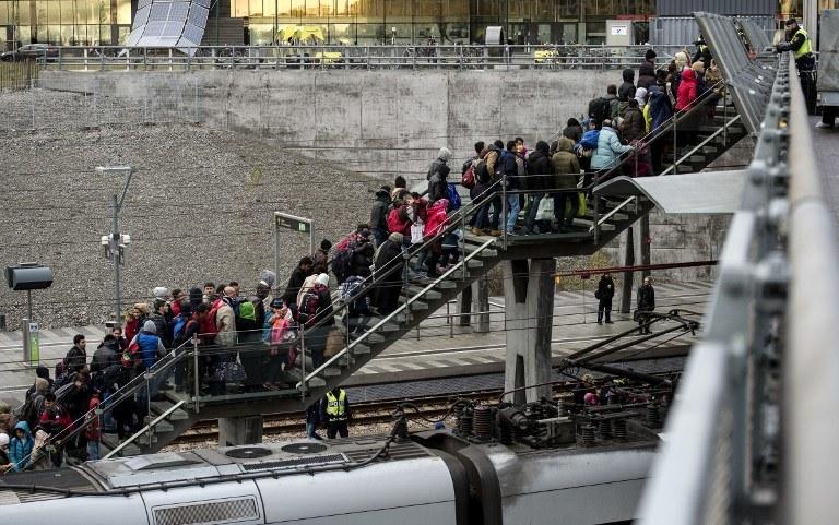 Tłum migrantów na dworcu w Malmo /JOHAN NILSSON / TT NEWS AGENCY / AFP /AFP