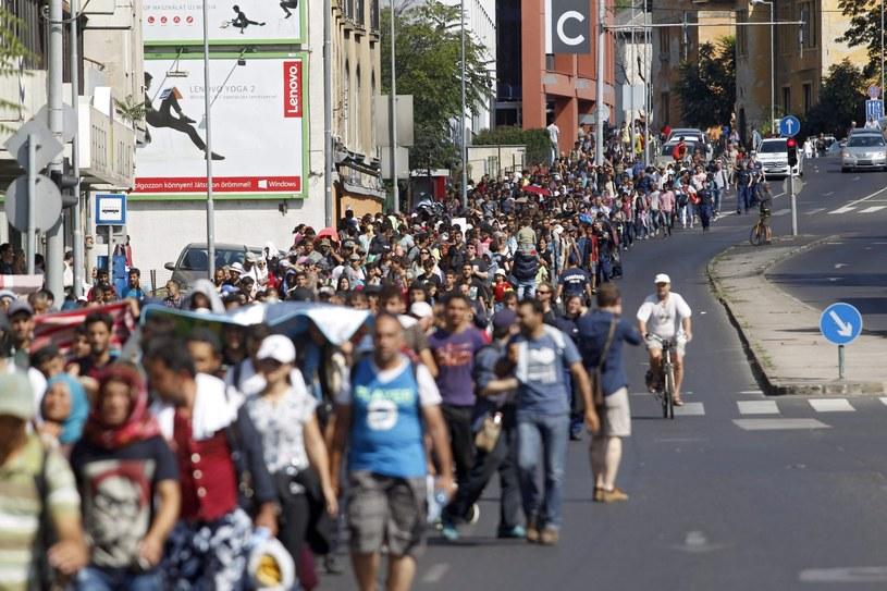 Tłumy imigrantów na węgierskich ulicach /ZOLTAN BALOGH /PAP/EPA