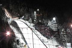 Tłumy kibiców pod Wielką Krokwią w Zakopanem