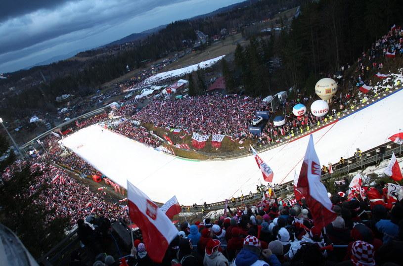 Tłumy kibiców pod Wielką Krokwią /Grzegorz Momot /PAP
