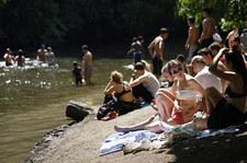 Tłumy na brytyjskich plażach. Epidemiolodzy zaniepokojeni