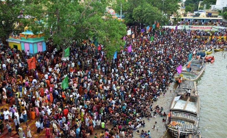 Tłumy na indyjskim festiwalu /AFP