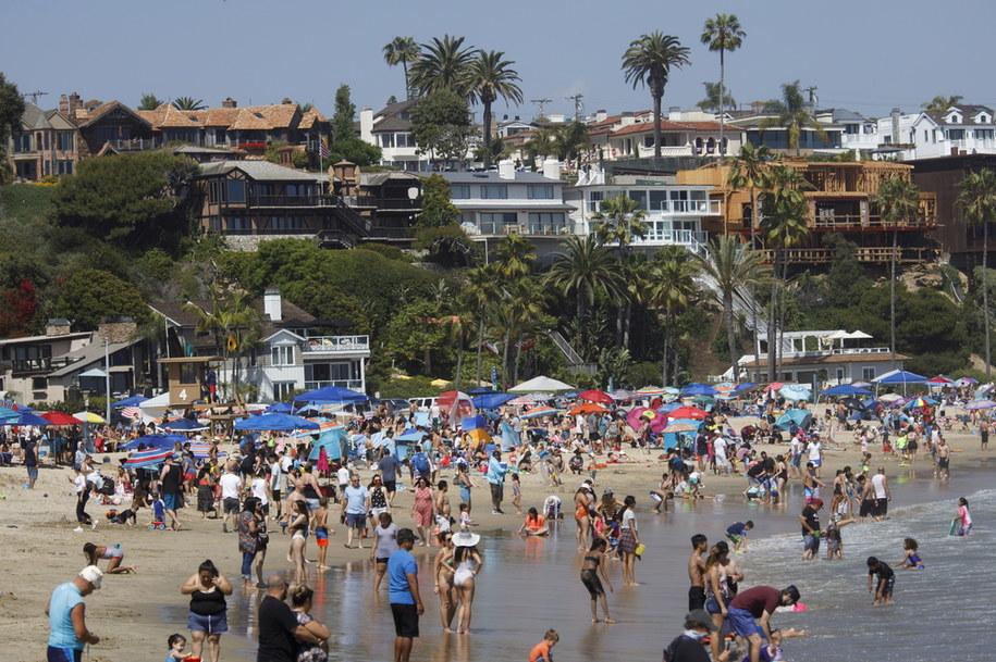 Tłumy na kalifornijskiej plaży podczas Dnia Weterana /EUGENE GARCIA /PAP/EPA