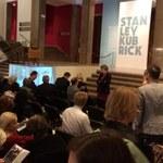 """Tłumy na otwarciu wystawy """"Stanley Kubrick"""" w Krakowie"""